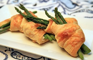 Cream Cheese and Asparagus Crescent Rolls