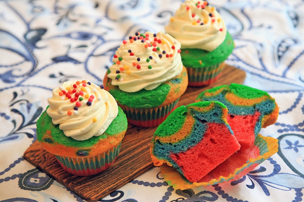 Rainbow Cupcakes & Whipped Cloud Frosting
